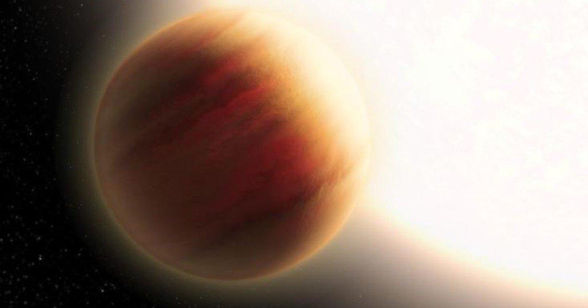 planeta con cielo amarillo